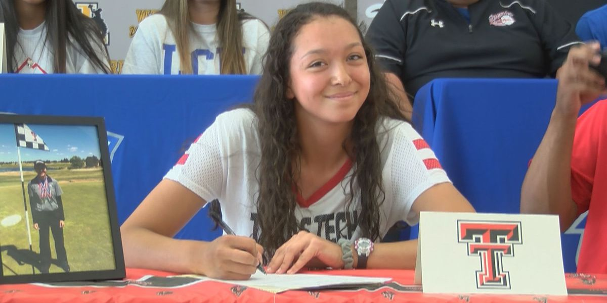 3 athletes sign at Lubbock High