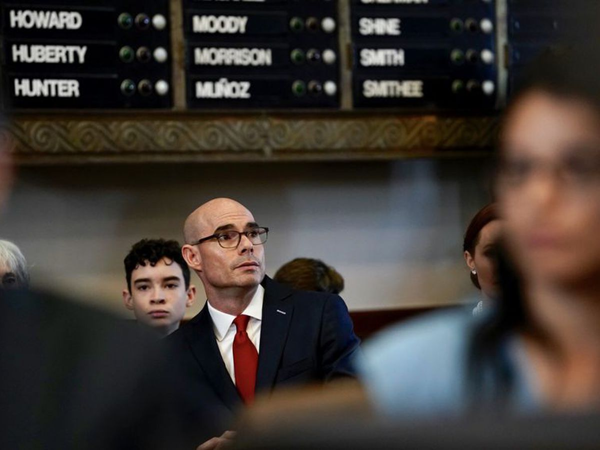 Calls for Texas House Speaker Dennis Bonnen's resignation are limited — but growing — as his party plans to meet this week