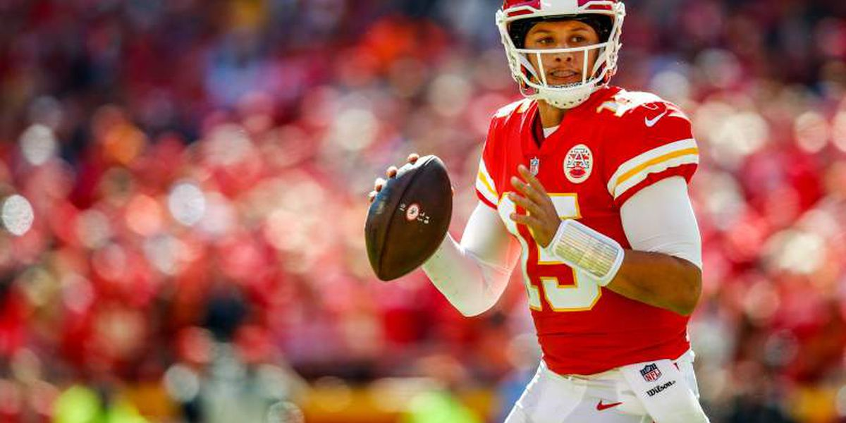 Patrick Mahomes throws 50th touchdown pass