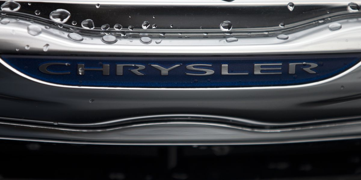 US investigates electrical fires in 2014 Chrysler minivans