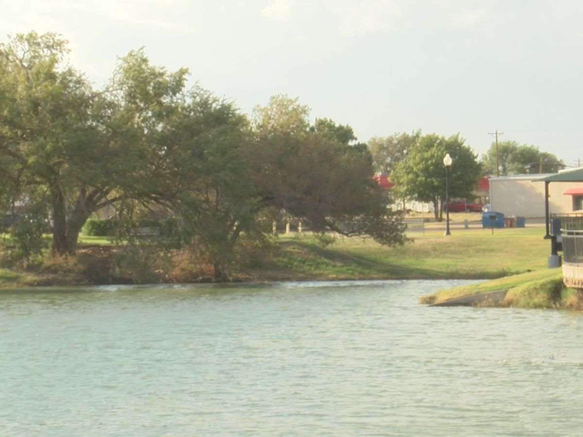 Park employee's quick thinking saves 2-year-old from drowning in lake