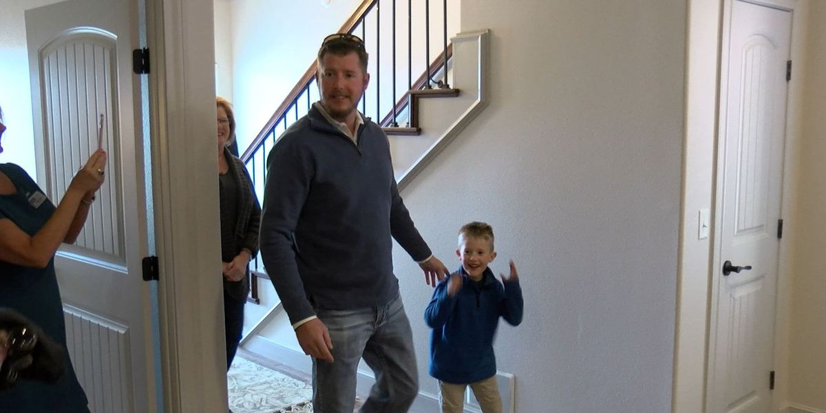 Veteran receives keys to new home from Lubbock Homes for Heroes
