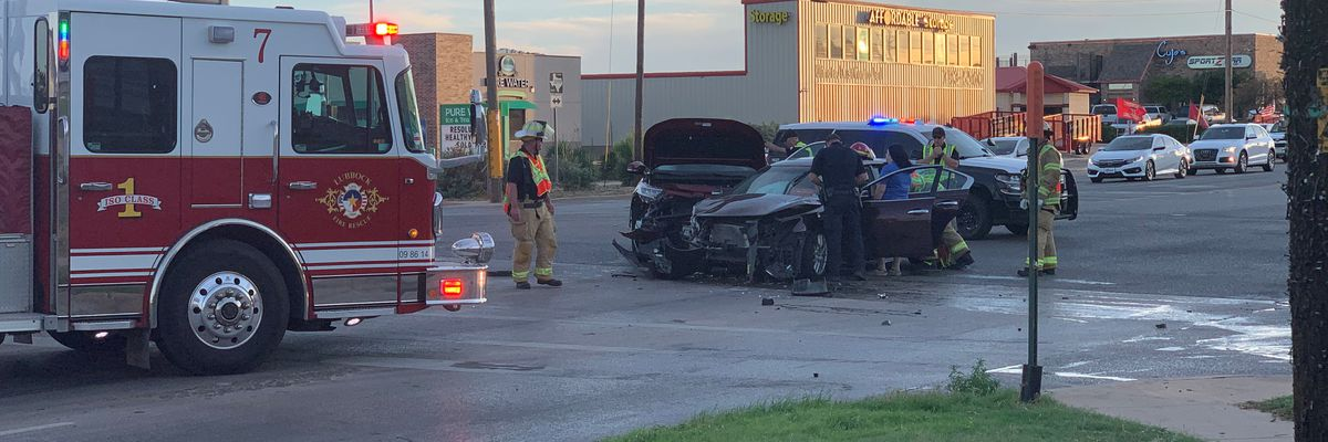 2 injured in Sunday evening wreck at 4th & Frankford