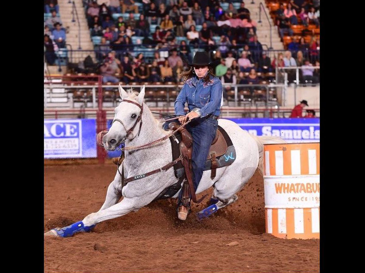 Snyder woman ties for 1st place in the barrel racing finals at the San Antonio Rodeo