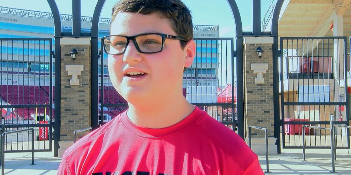 Teen starts blue out the Jones petition in honor of Officer East