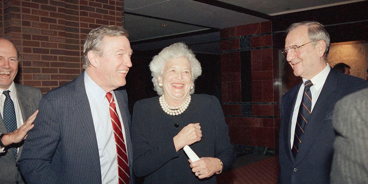 Roger Mudd, longtime network TV newsman, dies at 93