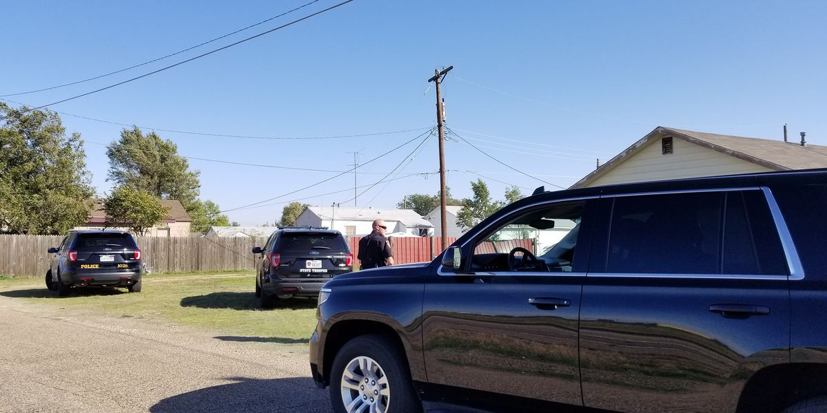 Authorities conducting manhunt for fugitive in Borger