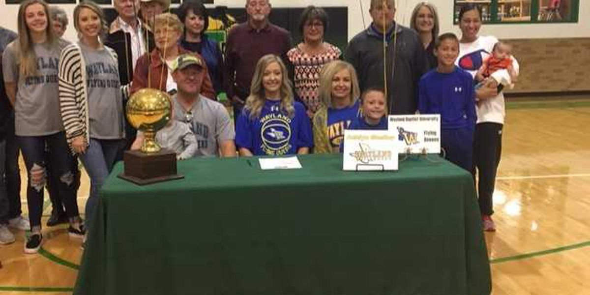 Idalou's Ashlyn Shelley signs with Wayland Baptist