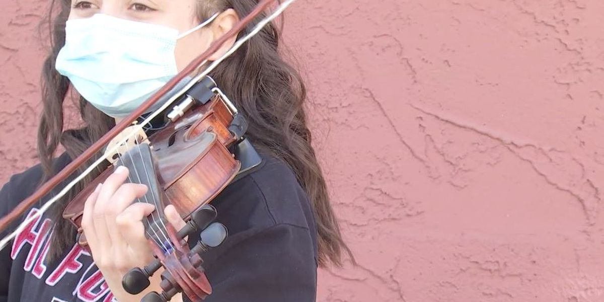 Student, 18, plays violin on street corner to help pay for college