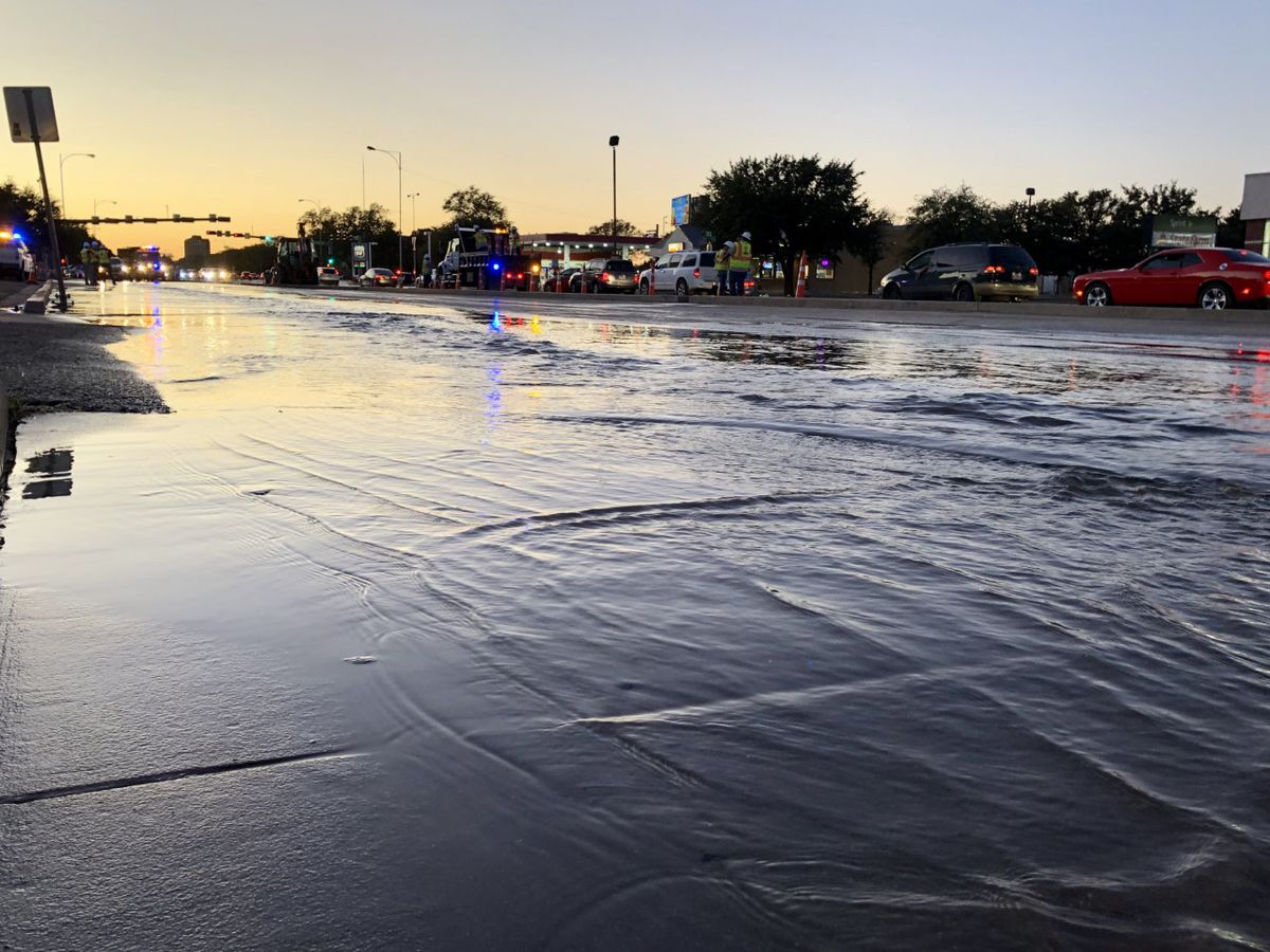 TRAFFIC: Water line bursts near 19th and University, drivers urged to find new route