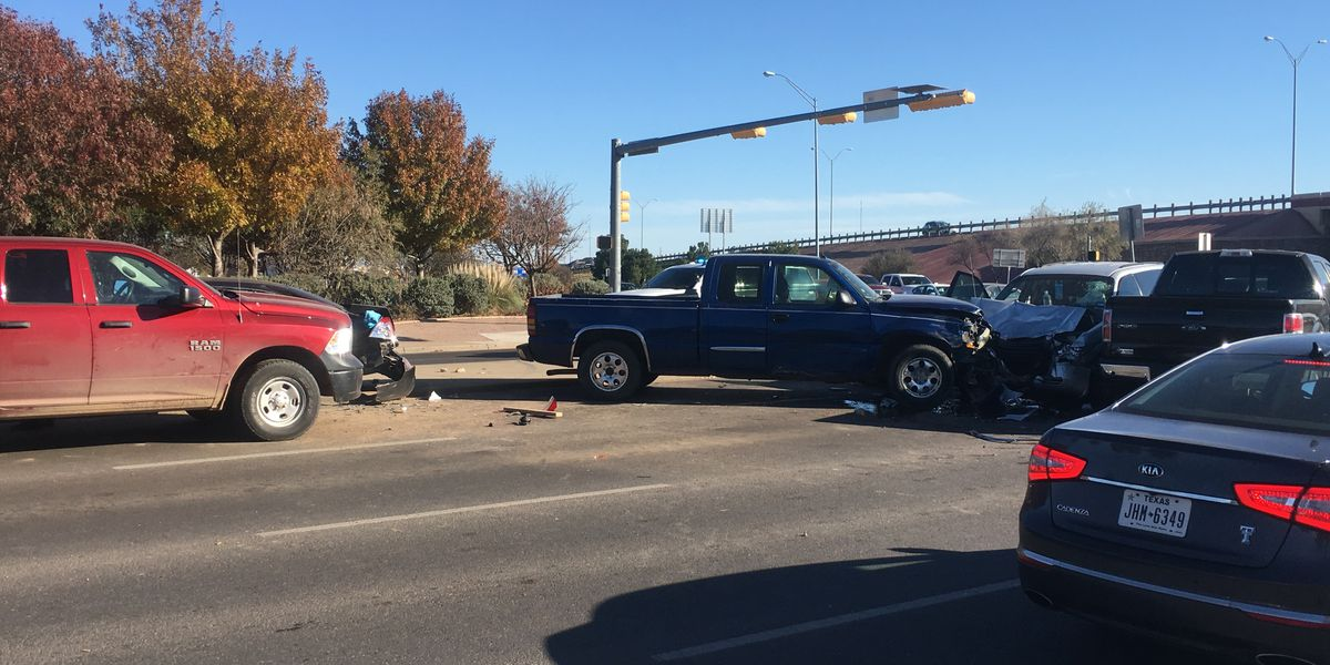Lubbock Police working 5-vehicle crash at Quaker & South Loop 289