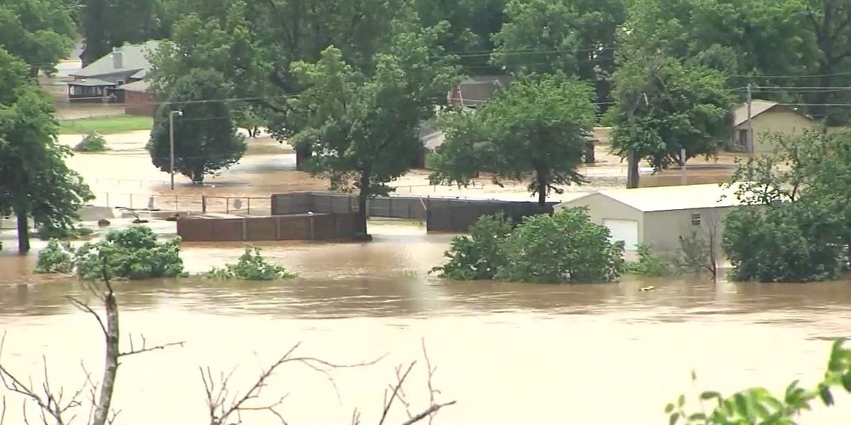 Bodies in submerged Missouri vehicle bring storm toll to 9