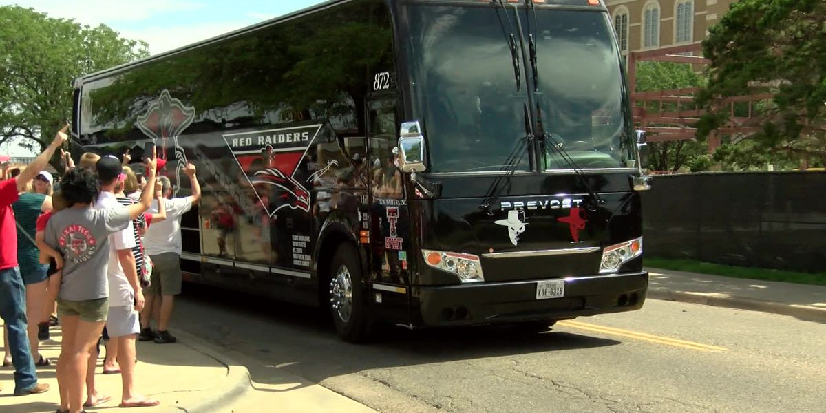 Fans welcome home Tech baseball team after College World Series run