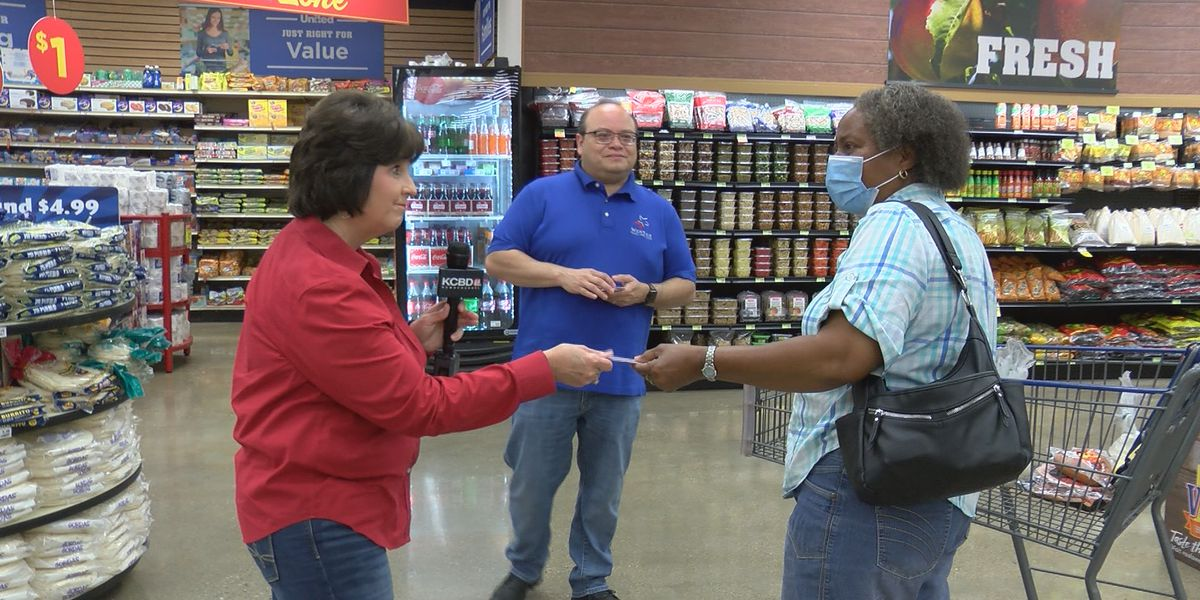 Pay it Forward: Surprising shoppers at United Supermarkets in Lubbock