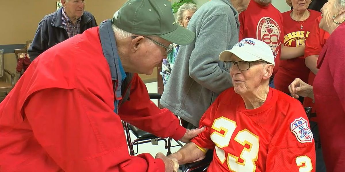 East Texans gather to celebrate former Chiefs RB