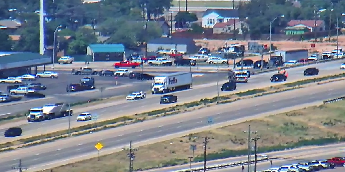Crash delays traffic on I-27 at 34th Street