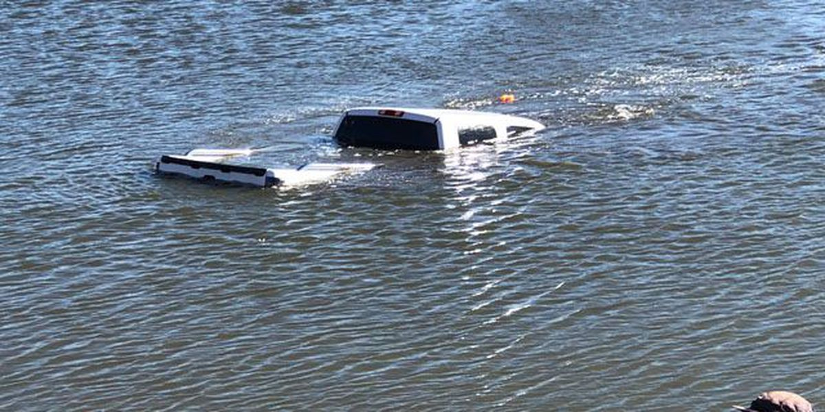 Truck loses control, sinks into Levelland pond