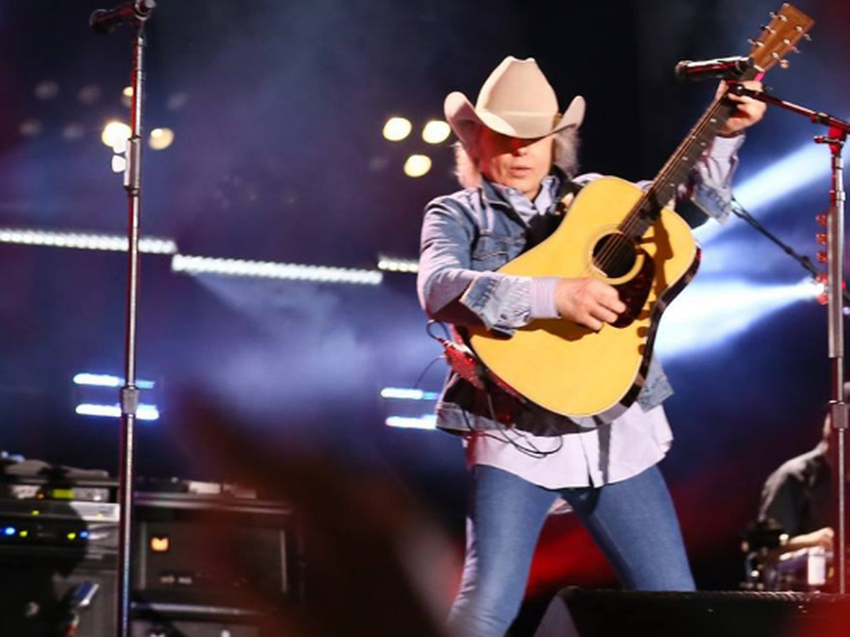 Dwight Yoakum to perform at the Buddy Holly Hall in October