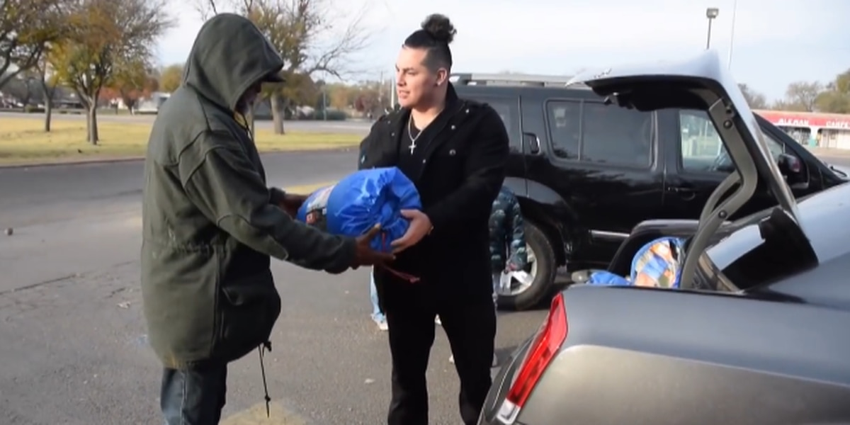 Local pair of YouTubers feed homeless on Thanksgiving Day