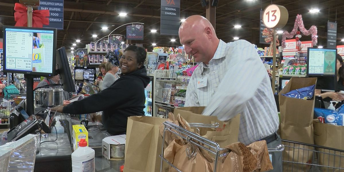 United Market Street location blesses Lubbock customers with groceries after power outage