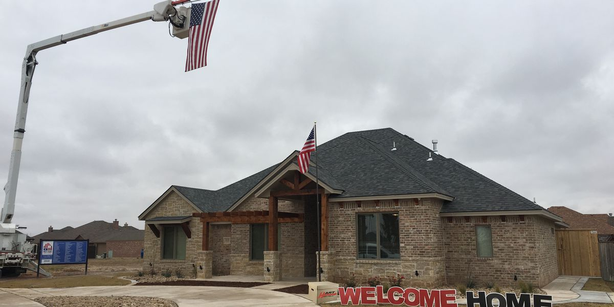 Lubbock veteran given keys to new home