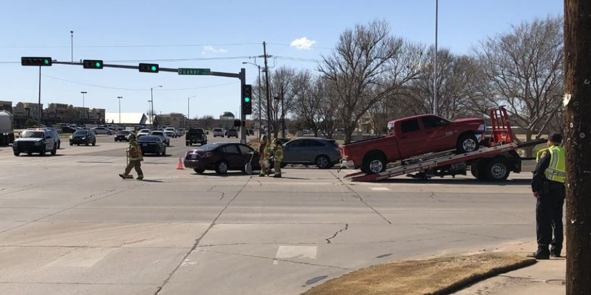 Crash closes southbound lanes of Quaker near 98th Street