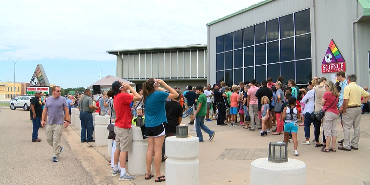 Many gather to watch partial eclipse in Lubbock