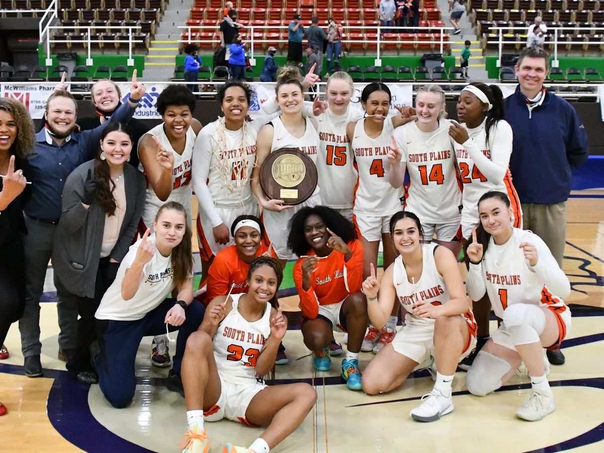 Ivanova beats the buzzer, No. 5 Lady Texans down Weatherford 74-72 to capture Region V title