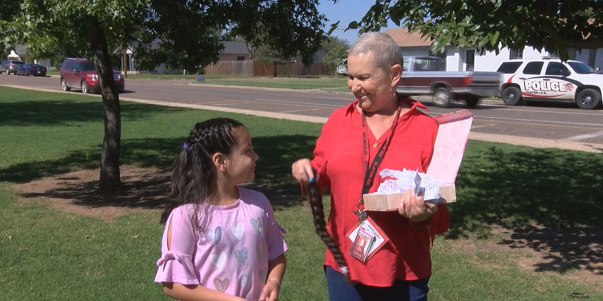 Slaton teacher's aide praising student after act of kindness