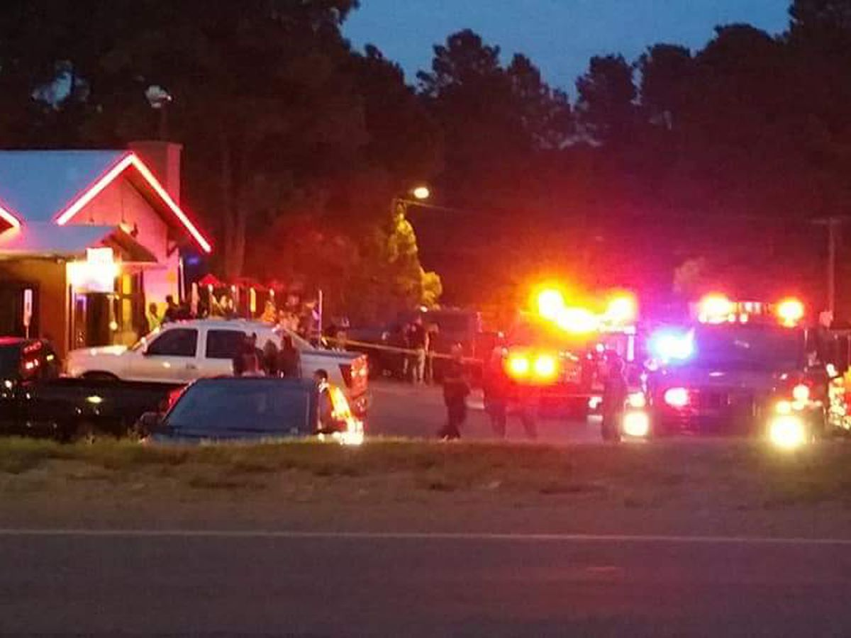 1 dead, 2 injured after car crashes into popular restaurant in Ruidoso, NM