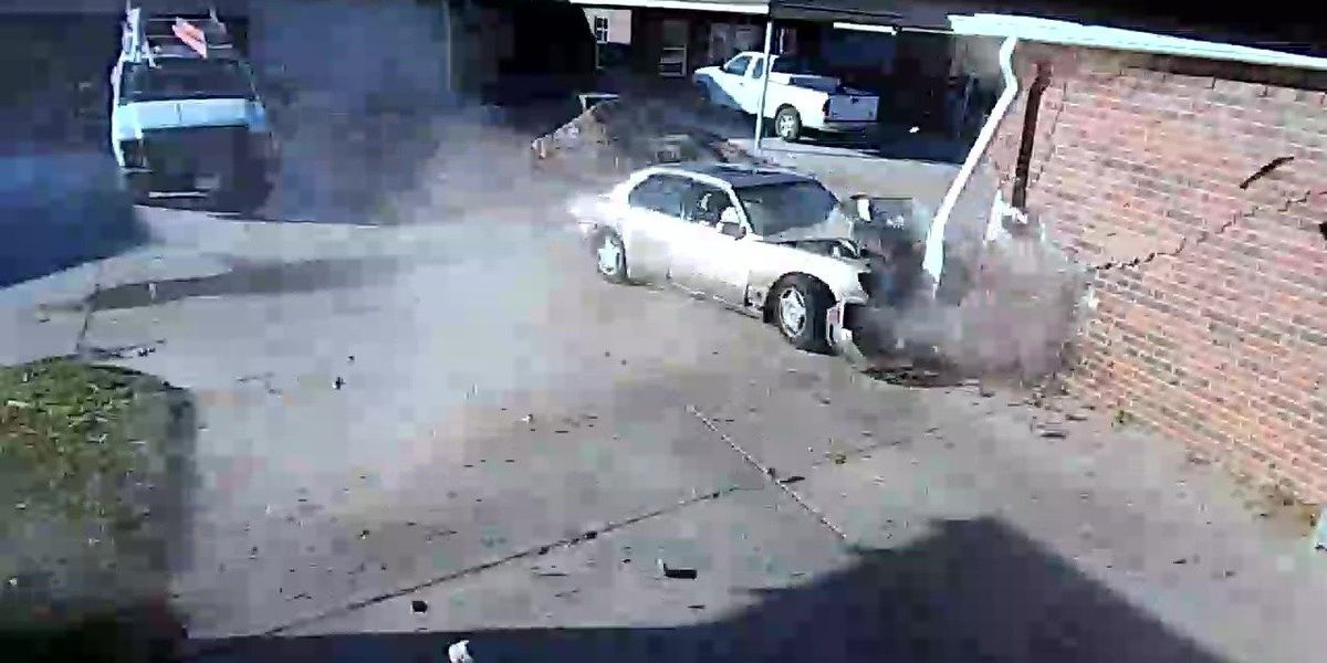 MUST SEE VIDEO: Car crashes into home off Glenna Goodacre
