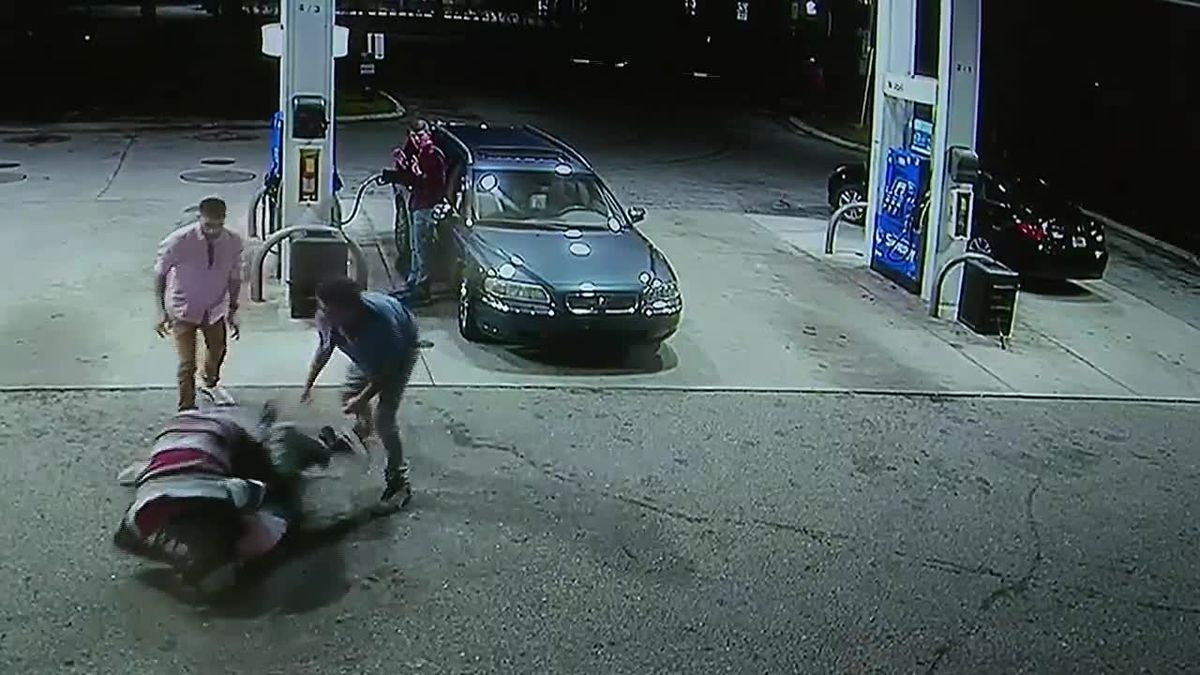 Spring breakers battle man they said brandished gun in robbery attempt