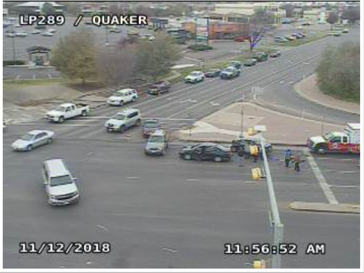 2 injured in crash on Quaker Ave. at South Loop 289