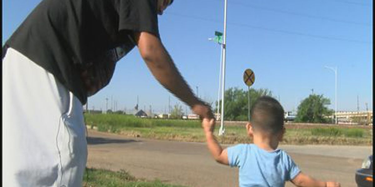 KCBD Investigates: How can you tell what a train or truck is carrying?