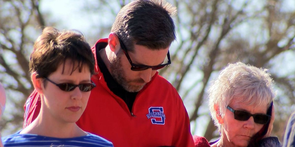 Levelland citizens host a prayer for oil field families