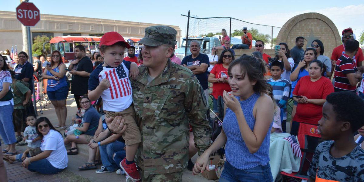 WATCH: Plainview soldier makes surprise return during Fourth of July parade