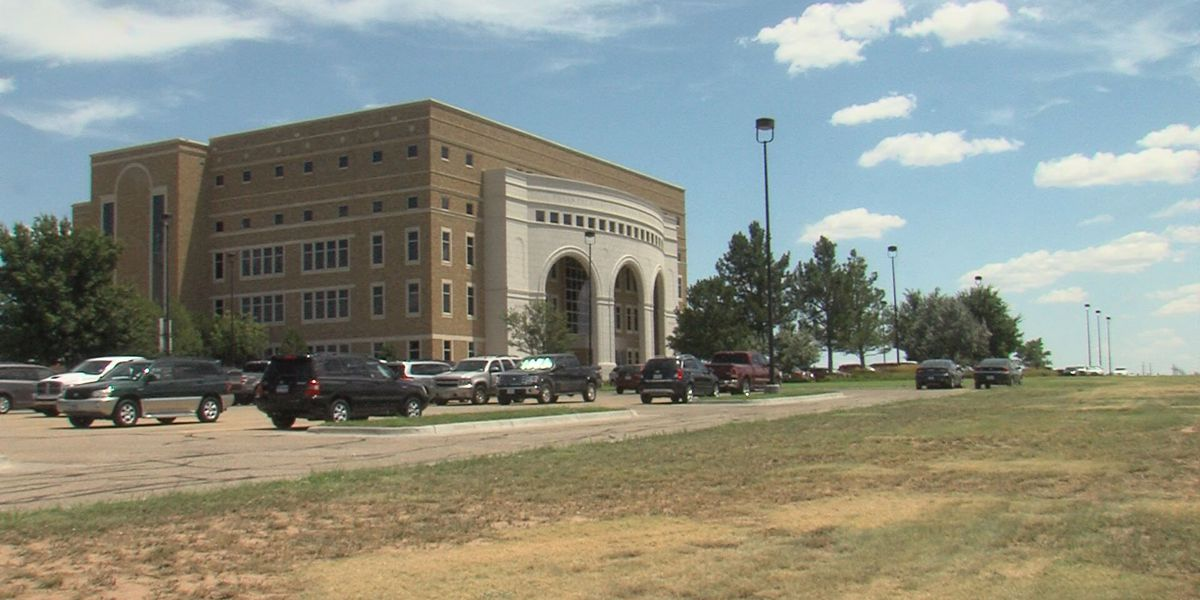 Amarillo vet school gets $15,000 from Lubbock Chamber of Commerce