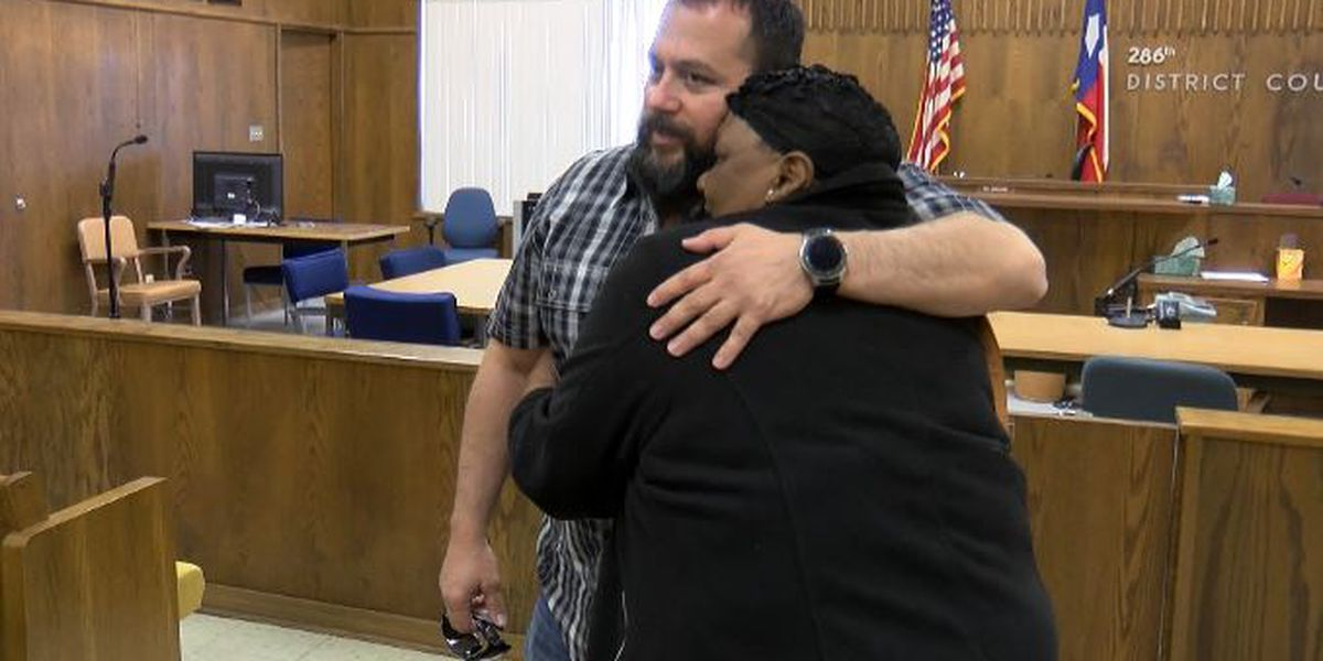 Morton mother meets sheriff's deputies who saved her daughter from house fire