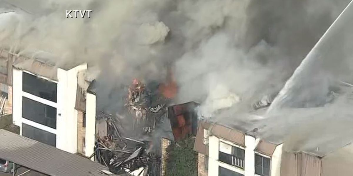 4-alarm fire collapses roof at apartment building in Dallas
