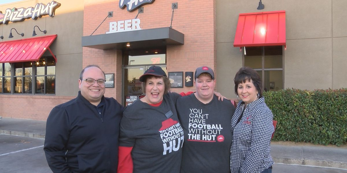 Pay It Forward: Giving manager at Pizza Hut in Lubbock