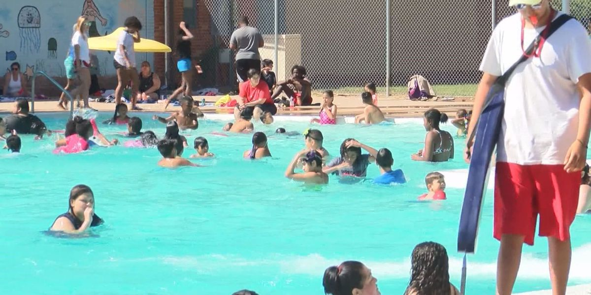 Tips to keep toddlers safe at Lubbock pools