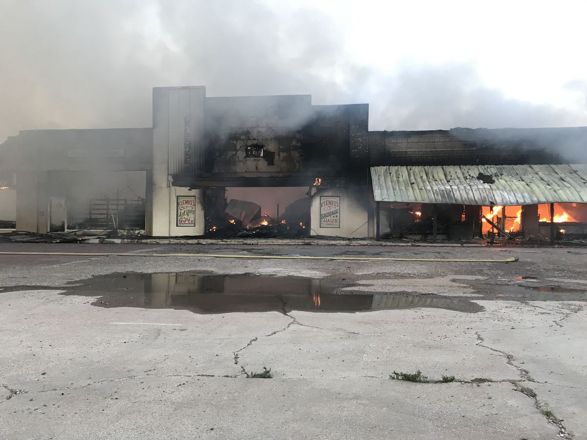 Landmark business burns in large early morning fire in Slaton
