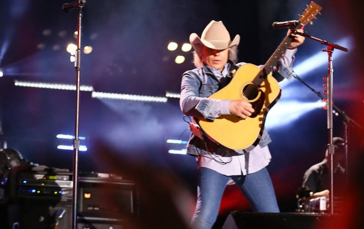 Dwight Yoakam to perform at the Buddy Holly Hall in October