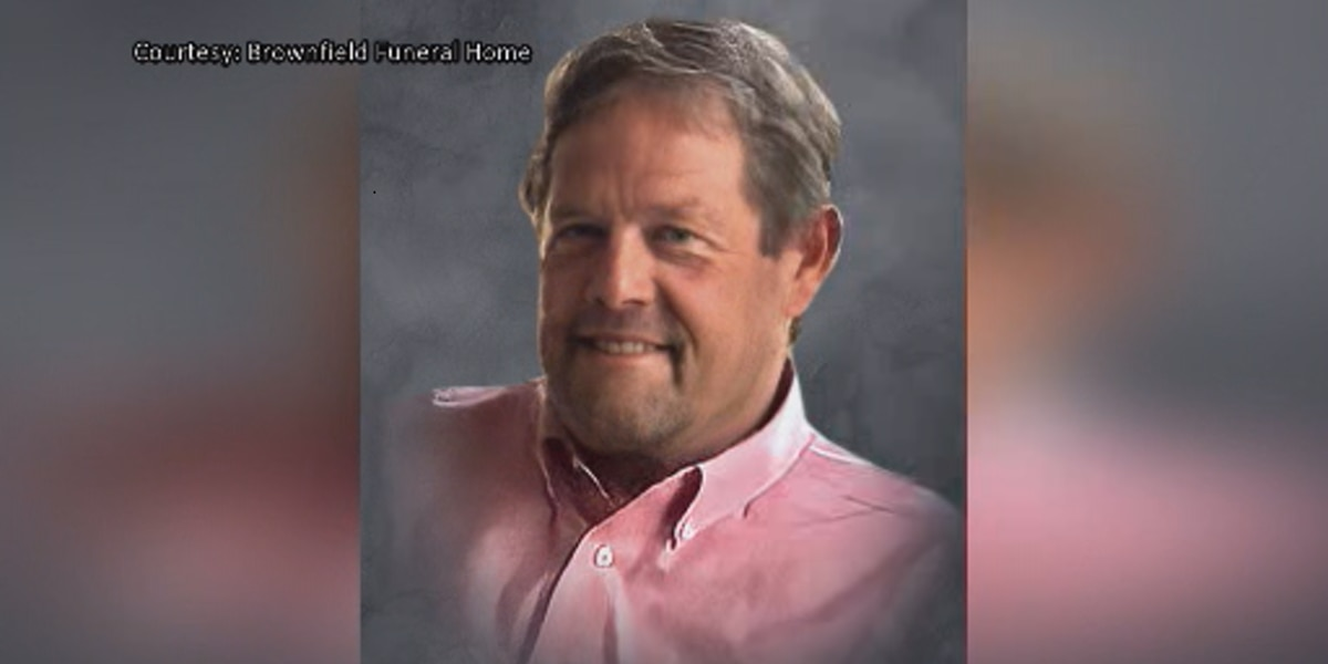 Fans establish scholarship to honor Coach Adams' late twin brother