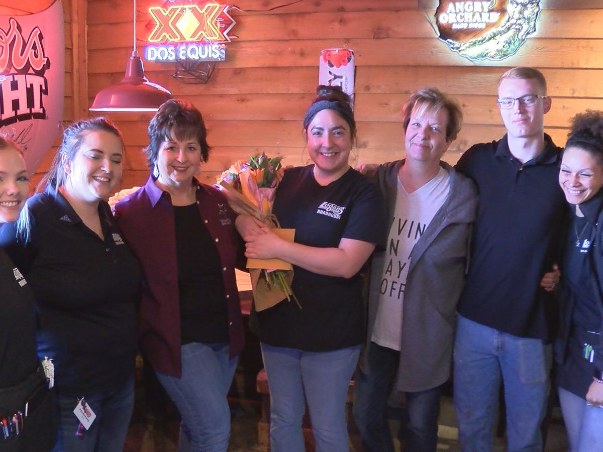 Pay It Forward: Lubbock waitress at Logan's Roadhouse goes above and beyond for a customer