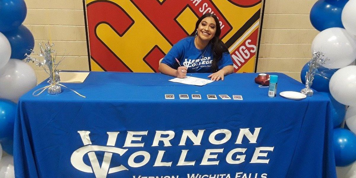 Coronado athletic trainer signs letter of intent