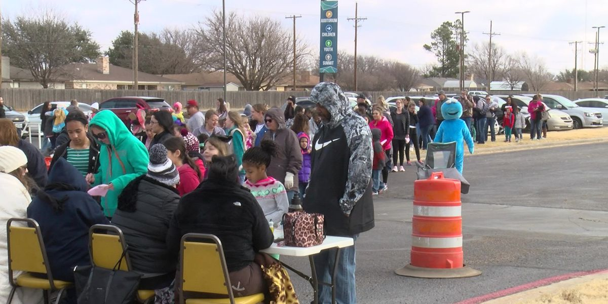 Thousands of Girl Scout families turn out for Cookies Now event