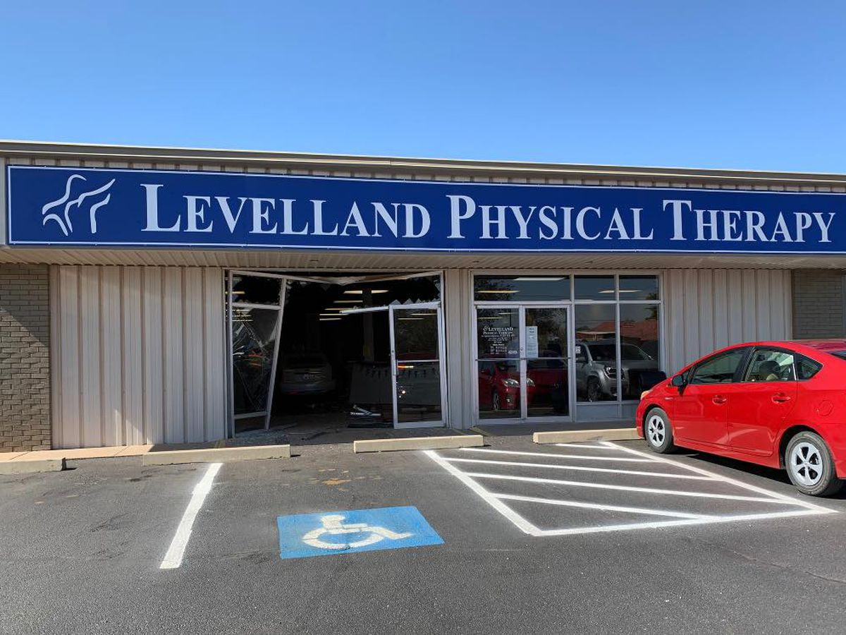 At least 1 injured after car crashes into building in Levelland