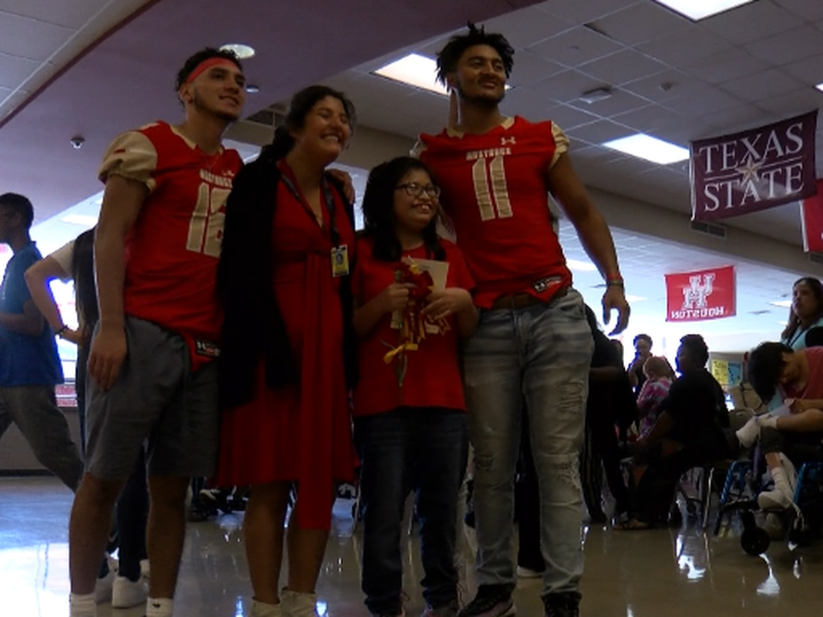 Coronado students continue tradition, making sure students feel included during homecoming week