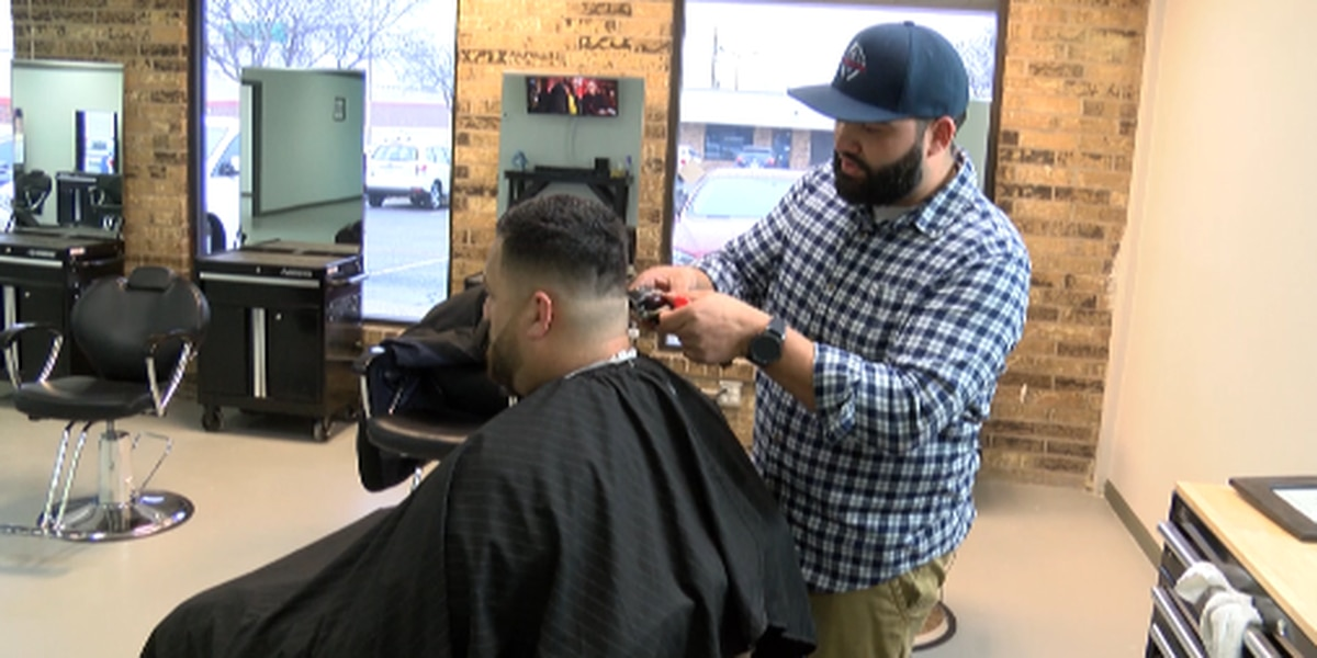 Lubbock barber says proposed bill puts customers at risk